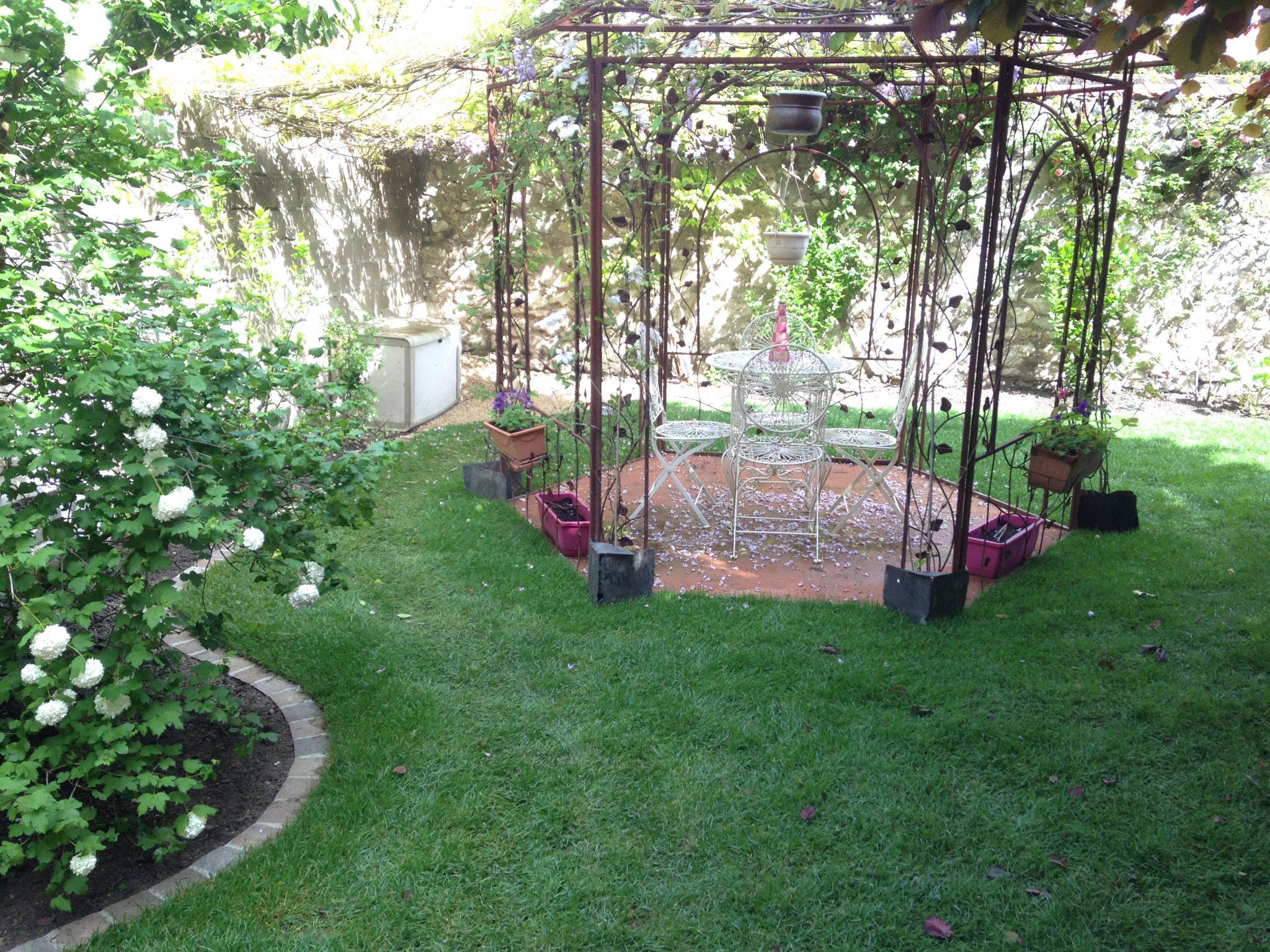 Cr ation d un am nagement ext rieur le jardin by bourdin for Entretien jardin 29